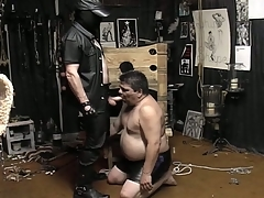 Masked guy unbinds his fat slave added to makes him eruption his weasel words