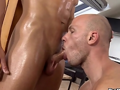 Wild hunk gets a raucous oral-job delight from twink